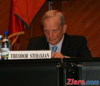 Stolojan, despre Macovei la sefia PDL: Un partid nu poate fi condus din afara tarii