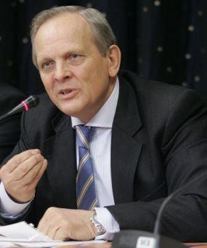 Stolojan ii cere lui Tariceanu sa trimita in Parlament proiectul de buget pe 2009
