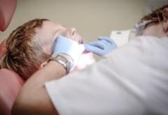 Stomatologii au ramas fara anestezice: Pacientii risca sa faca septicemie! Vom ajunge sa scoatem dintii cu patentul?