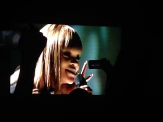 Stralucire si dezamagire la concertul anului la Bucuresti - Rihanna: Sunt indragostita de voi. E epic! (Video)