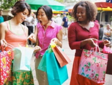 Strategie ca sa cheltuiesti mai putin la cumparaturi: stai intr-un picior!