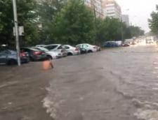 Strazi inundate in Bucuresti si zonele invecinate, dupa ploaia din aceasta seara (Video)