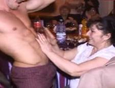 Striptease pentru femeile din Baicoi. Primarul spune ca banii sunt de la PDL