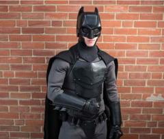 """Student obisnuit ziua, dar se """"transforma"""" noaptea in Batman - Inventia unui tanar de 21 de ani"""