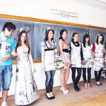Studentele la Jurnalism in rochii din ziare   Pitesti   Ziare.com