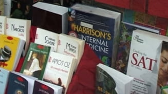 Studenti la Medicina, anchetati pentru vanzarea unor atlase si dictionare pirat (Video)