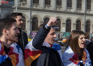 Studentii bucuresteni, la protestul #sieu: Dezvoltati Romania si dati-ne sansa sa crestem frumos, la noi acasa!