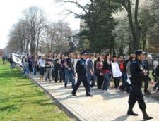 Studentii din Romania depun o petitie de 100 de metri la Guvern