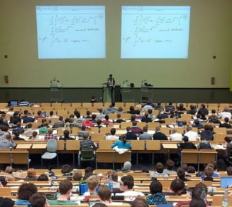 Studentii se opun initiativei Academiei Romane: Nu poti fi obligat sa ramai in tara dupa absolvire