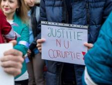 Studentii si profesorii ies in strada si fac apel la cetateni: Aparati statul de drept, democratia si valorile europene!