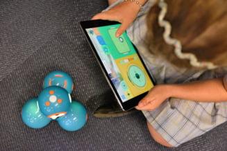 Studiu: 47% dintre elevii din Romania au folosit doar telefonul mobil pentru participarea la cursurile online. Efectele negative ale izolarii din timpul pandemiei asupra copiilor