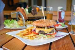 Studiu: Alimentatia ucide mai multi oameni decat fumatul. Cati romani au murit din cauza unui regim alimentar prost
