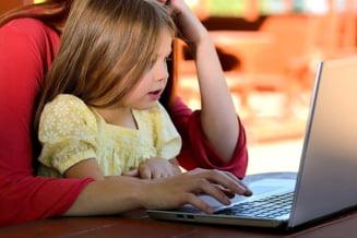 Studiu. Ingrijirea copiilor in vreme de pandemie, mult mai stresanta pentru mame decat pentru tati