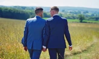 """Studiu: Romanii sunt tot mai dispusi sa accepte casatoriile intre persoane de acelasi sex. """"Se observa o trecere de la toleranta la intelegere"""""""