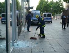 Stuttgart: Zeci de magazine vandalizate, masini de politie atacate, 19 politisti raniti
