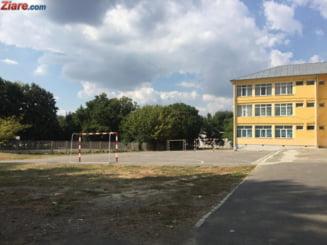 Sub un sfert dintre elevii de clasele a VIII-a, a XII-a si a XIII-a din Bucuresti au anuntat ca vin la pregatirea pentru examene