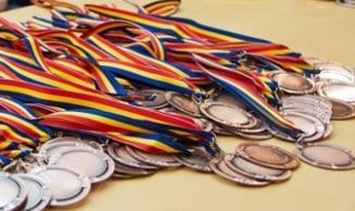 Succes al elevilor romani la Olimpiada Internationala de Fizica: cinci medalii si locul I in Europa