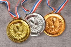 Succes pentru elevele din Romania: Patru medalii si locul 3 in Europa la Olimpiada de Matematica