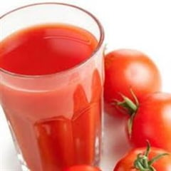 Sucul de rosii te scapa de toxinele acumulate peste iarna - vezi la ce mai e bun