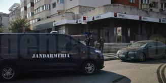 Sucursală BRD jefuită în plină zi. Un bărbat a fugit cu 4.000 de euro și este căutat de forțe impresionante de ordine