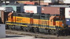 Suparat pe sef, a furat o locomotiva si s-a izbit de un tren: Am vrut sa vad cum e