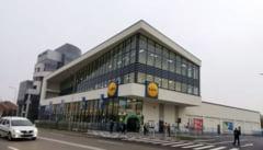 Supermarket Lidl din Alba Iulia, sanctionat de politie dupa o zi de la deschidere. Nu s-au respectat conditiile de distantare sociala