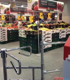 Supermarket-urile ar putea fi obligate sa aiba case de marcat pentru familii cu copii, fara dulciuri expuse