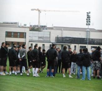 Suporterii Timisoarei i-au bagat in sedinta pe fotbalistii lui Sabau