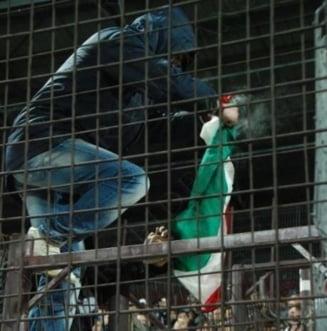 Suporterul care a dat foc drapelului Ungariei, identificat: Risca 3 ani de inchisoare