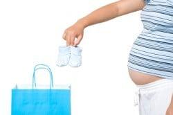 Surpriza Cabinetului Boc: Indemnizatiile pentru mame ar putea fi plafonate