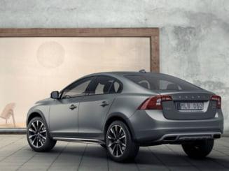Surpriza pe piata auto: Volvo S60 Cross Country, primul sedan crossover premium din lume (Foto)