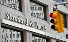 Surpriza pe piata evaluarii: Moody's a retrogradat rivala S&P, cea mai mare agentie de rating