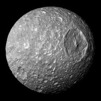 Surprize pe o luna a lui Saturn: Ce ascunde Mimas