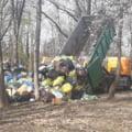 Sursa de poluare in Parcul Herastrau din Capitala. Camioane pline de gunoi, descarcate direct pe iarba