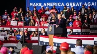 """Sustinatorii lui Donald Trump cred ca revenirea sa in functie este iminenta. """"Se intoarce in curand, iar voi, baieti, coborati"""""""