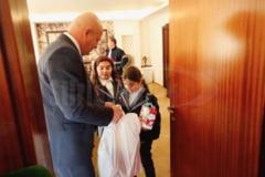 Sute de copii si-au dat intalnire cu Mos Nicolae la Consiliul Judetean. Au primit dulciuri si un spectacol de teatru