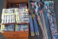 Sute de cutii cu artificii si petarde, confiscate de politisti