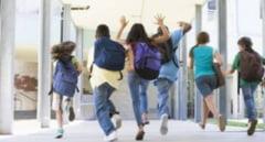 Sute de elevi si-au pierdut gratuitatea pe transportul in comun din cauza absentelor