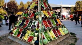Sute de fermieri olteni participa la Ziua Recoltei, in Bucuresti