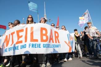 Sute de mii de oameni au manifestat la Berlin