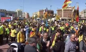 Sute de mii de oameni protesteaza pe strazile Barcelonei: Libertate pentru prizonierii politici! (Video)