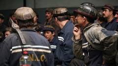 Sute de mineri ameninta ca se blocheaza in subteran