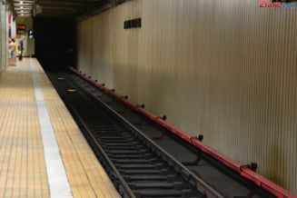 Sute de monede vechi, gasite la metrou. Muncitorii le-au impartit frateste