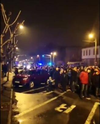 Sute de oameni protesteaza la Sibiu fata de ordonanta lui Toader: Ne e rusine cu Guvernul Dancila (Foto&Video)