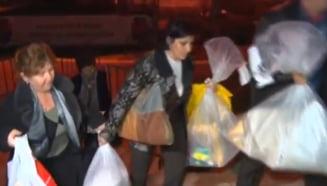 Sute de oameni s-au imbrancit la depunerea sacilor cu buletine de vot in Buzau. A fost nevoie de SMURD si jandarmi