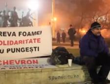 Sute de oameni vor petrece Revelionul cu Alexandru Popescu, aflat in greva foamei pentru Pungesti