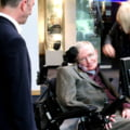 Sute de persoane si-au luat ramas bun, sambata, de la Stephen Hawking