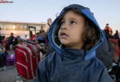 Sute de refugiati, in mars prin Serbia - se indreapta spre granita cu Ungaria
