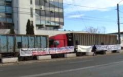 Sute de salariati ai COS Targoviste au protestat in fata unitatii. Ce reactie a avut patronatul rus