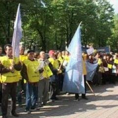 Sute de sindicalisti au pichetat Prefectura Cluj